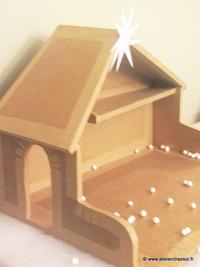 nouveau patron offert la cr che de no l en carton. Black Bedroom Furniture Sets. Home Design Ideas