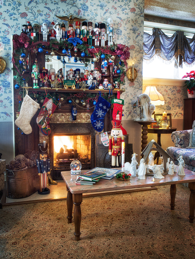 Santa Joe at Holden House!