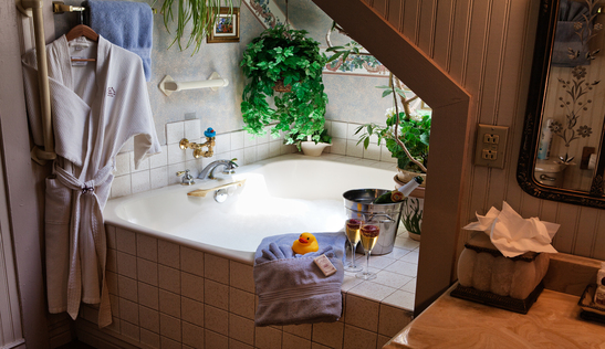 Each suite at Holden House features a private bath!