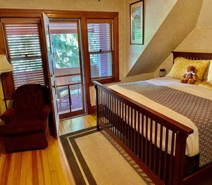 The Pikes Peak suite with private balcony at Holden House