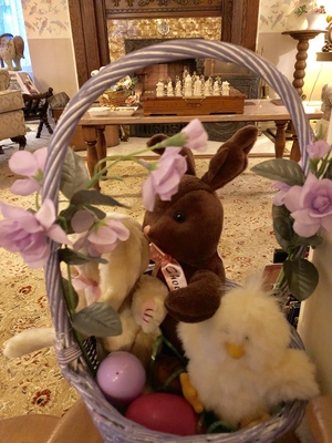 Holden House welcomes the Easter Bunny!
