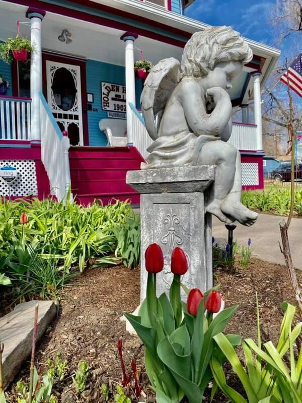 Holden House 1902 Bed & Breakfast Inn spring garden