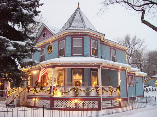 Holden House is beautiful during the Christmas holidays!